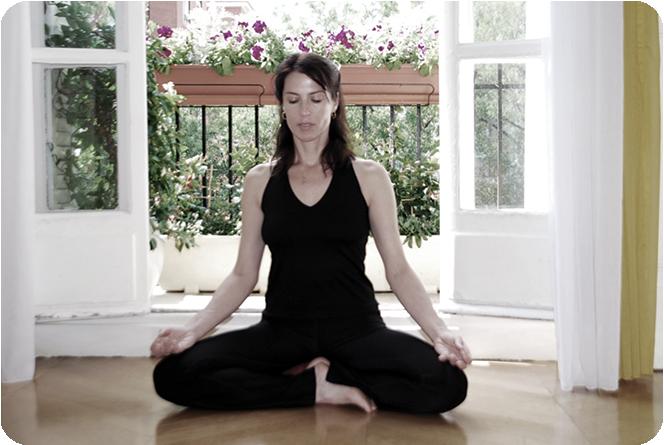 Mindful Corps-Espritest la synthèse de plus de 20 ans d'expérience, de formations et de pratique comme yoga thérapeute, coach, professeur de yoga et de méditation, et enseignante MBSR..