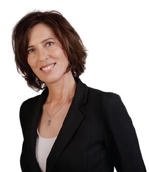 Elaine Rudnicki est Yoga Thérapeute C-IAYT, Coach certifiée, créatrice d'EVEIL Coaching®, professeur de yoga et méditation diplômé et enseigne le Programme MBSR depuis 2008